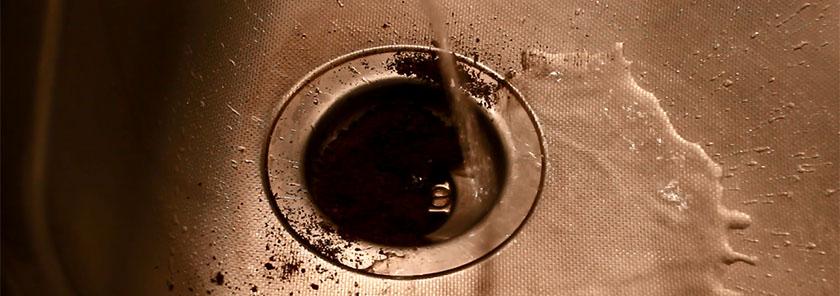 Marc de café pour déboucher les canalisations